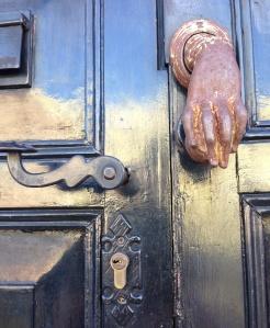 Door-knocker on a home in the barrio
